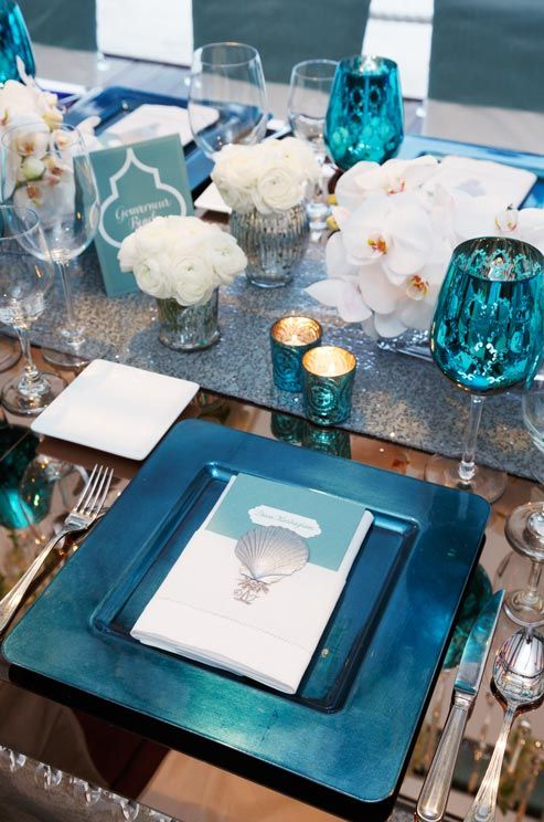 Ocean blue tablescapes hot for 2015 la table d 39 or for Deco table argent et blanc