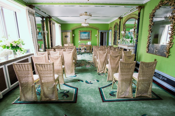 Photography: Alex Beckett, Sequin Chiavari Chair Slips: Gilded Linens, Venue: The Dorchester
